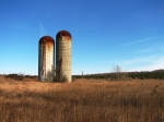 Silos_on_a_farm_on_the_Oak_Ridges_Moraine_in_2007